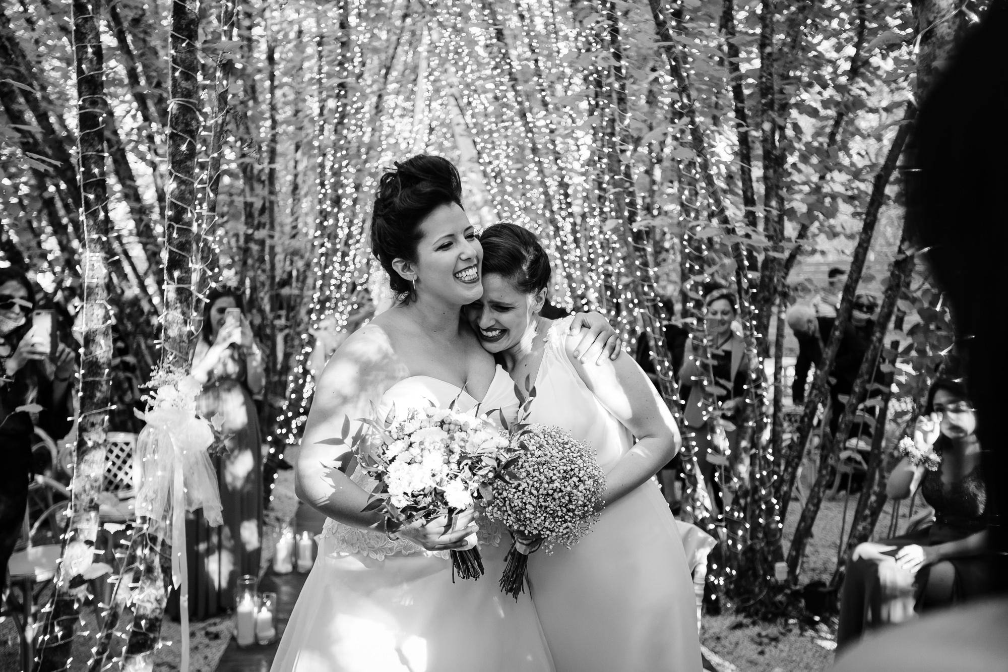 abbracci tra spose